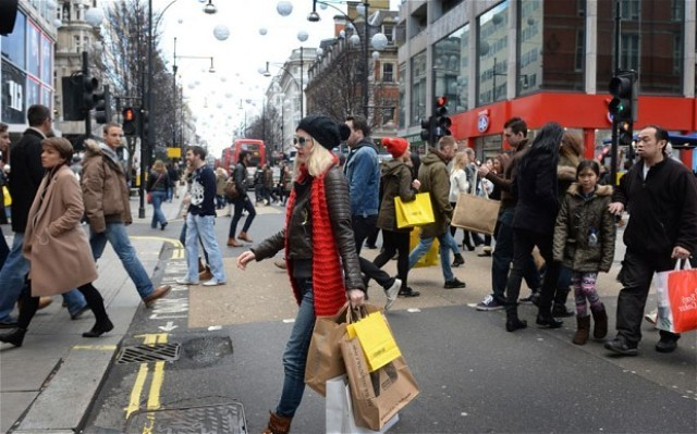 Bad weather Effects shopping in UK High Streets