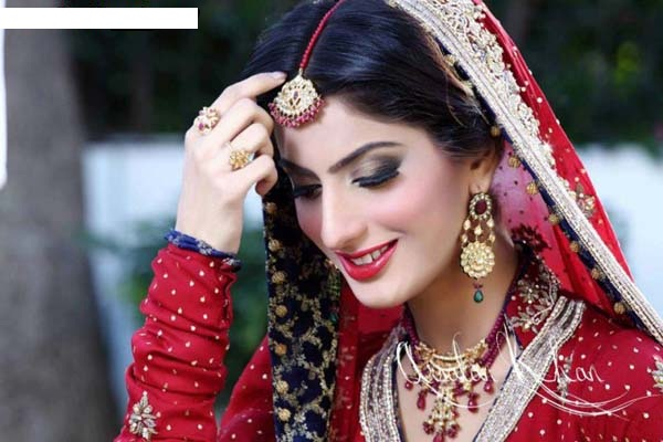 Pakistani Actress Sana Khan Passes Away in Road Accident