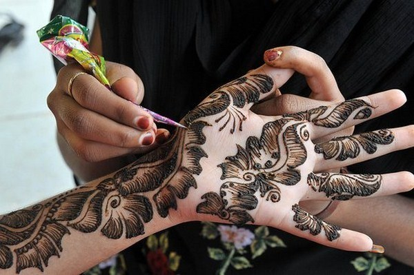 Mehndi For Thin Hands : Tips to get darker mehndi this wedding season khoobsurati