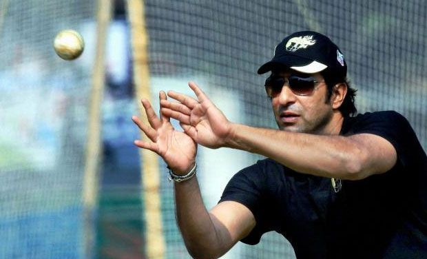 Bullets Attack at Wasim Akram's Car in Karachi