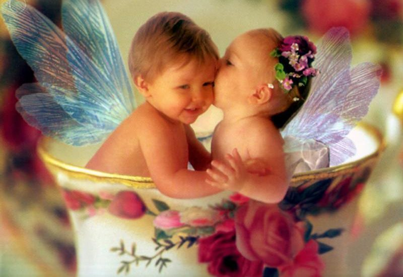 baby funny pics for kissing