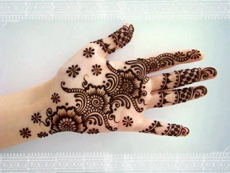 latest Mehndi Designs Simple on Hand