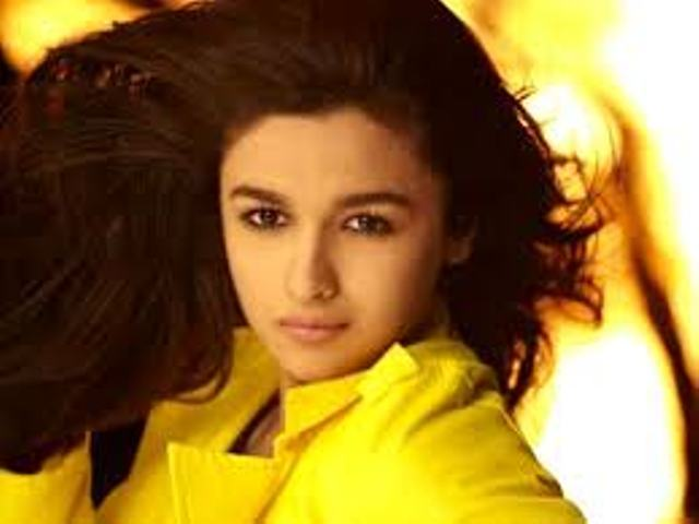 Famous bollywood actress Alia Bhatt  happy Birthday Wishes