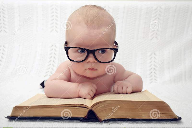 baby pic funny while reading