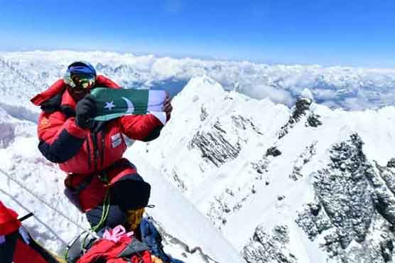 Pakistan Flag hoisted on Mount Everest for the second time in 24 hours
